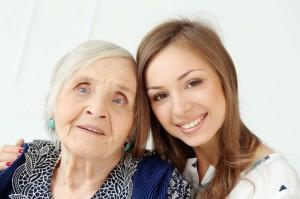 מטפלת סיעודית בבית אבות
